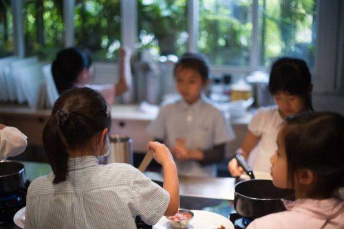 年近六十學教學《五十四》師生之志